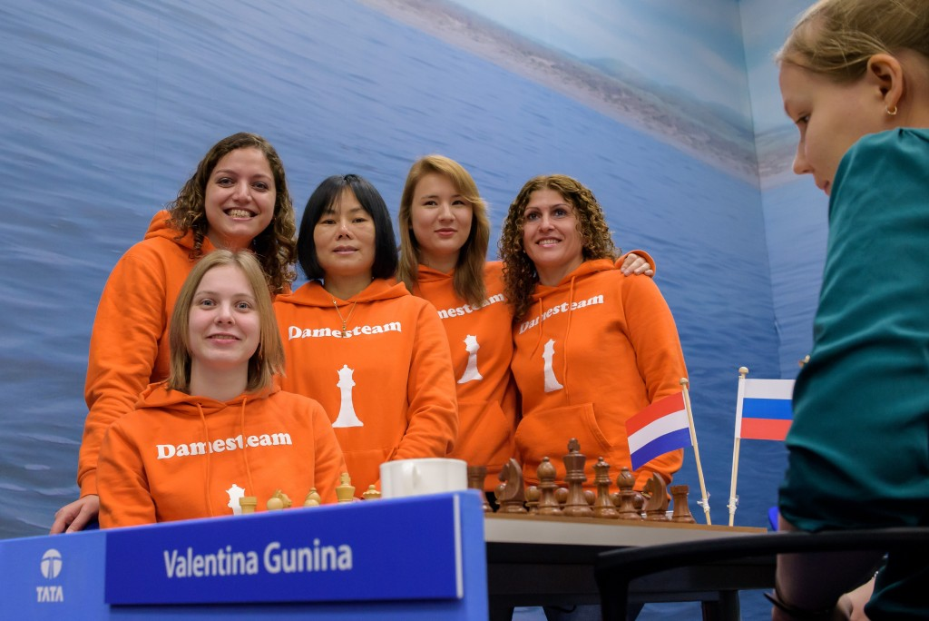 Chess-Queens-2015-12-07