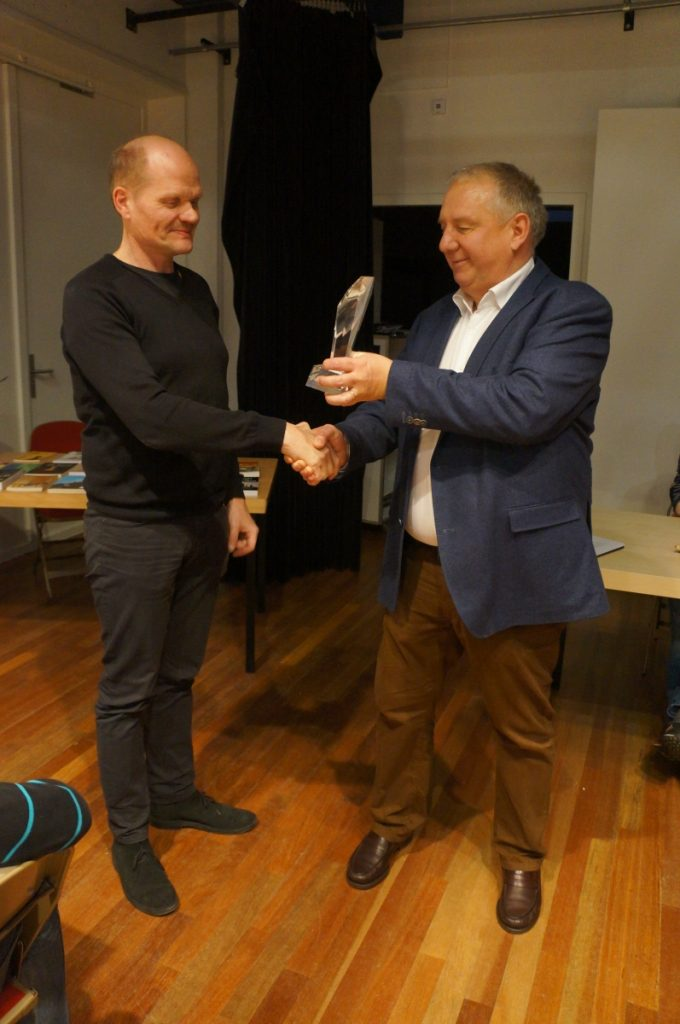 Arie Werksma (links) wint Chess Memorial 2016