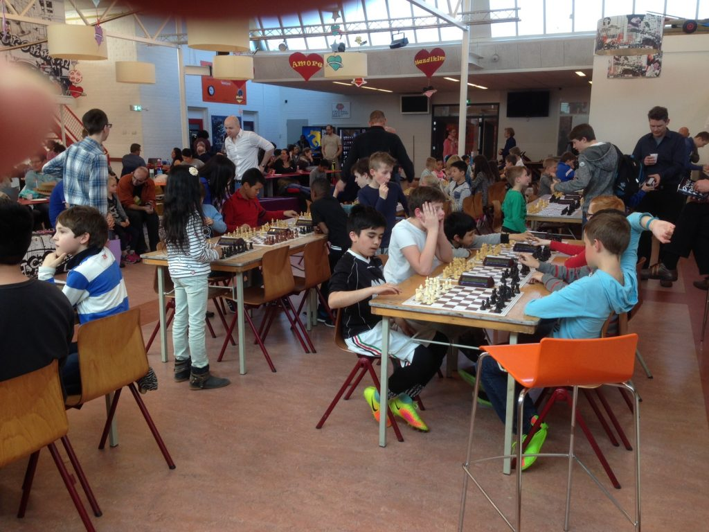 Een blik in de toernooizaal Barendrecht/IJsselmondetoernooi 2017